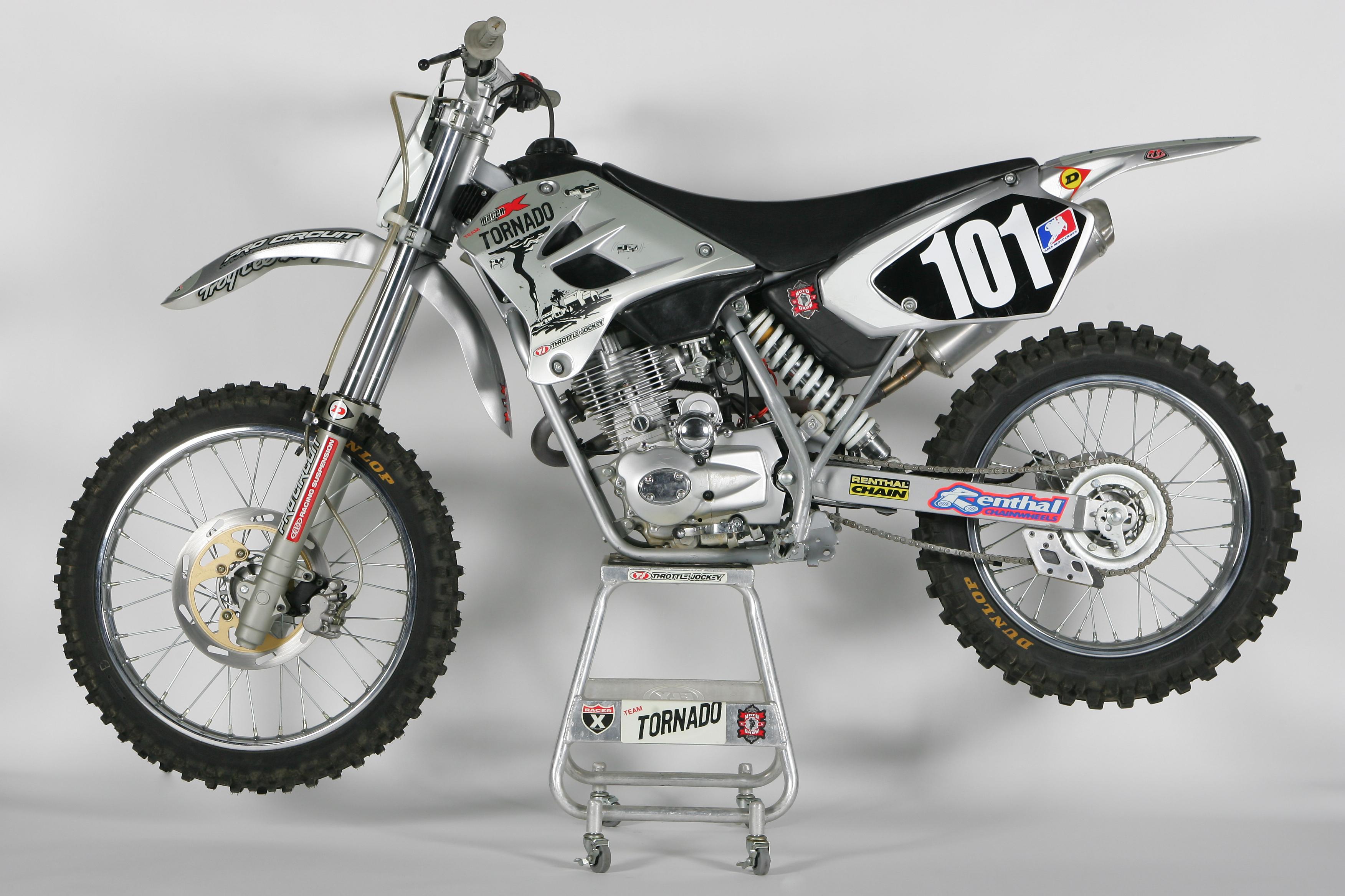 moto cross honda 125 prix id e d 39 image de moto. Black Bedroom Furniture Sets. Home Design Ideas