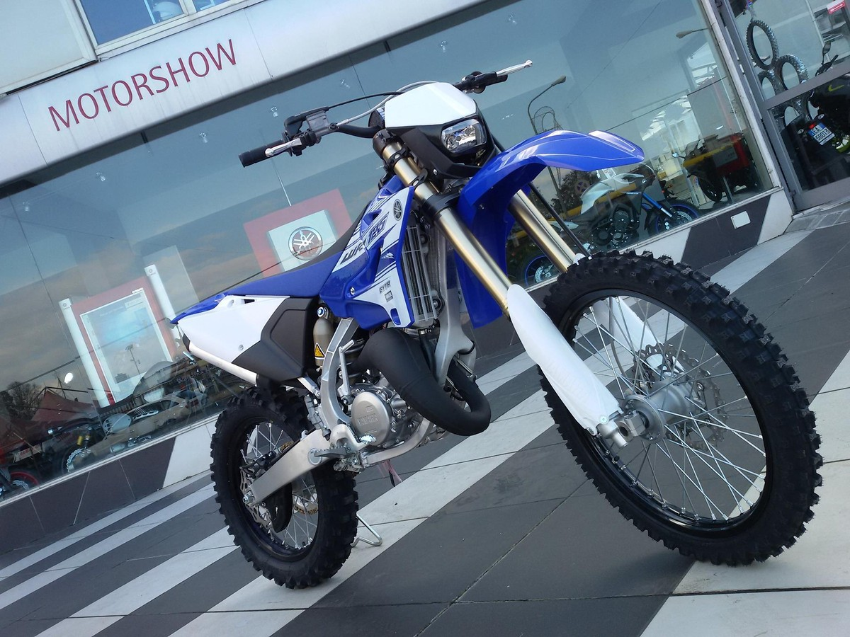 2017 Yamaha WR125? Spotted at Italian dealership. : Dirtbikes