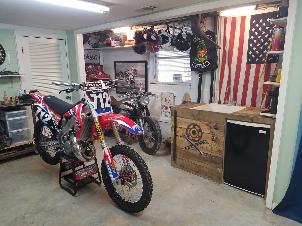 garage setup finished moto related motocross forums message boards vital mx. Black Bedroom Furniture Sets. Home Design Ideas
