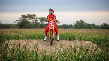 C366x206_ryan_dungey_homegrown_jump_portriat