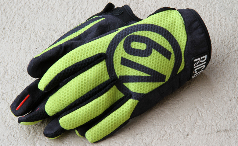 V9 gloves