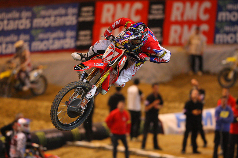 Eli Tomac looks really comfortable on the big factory Honda.