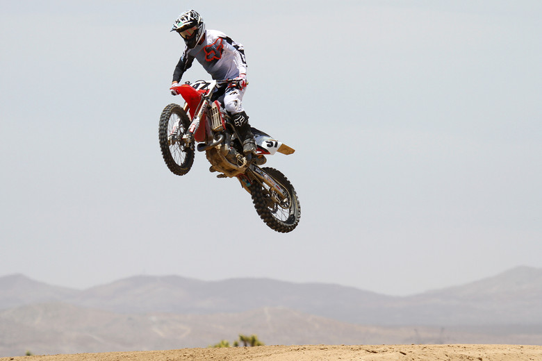 VitalMX test rider, Mike Lindsay has now used the Ride Engineering Billet Front Brake Caliper on three different machines and has come away impressed. Here he airs out the Ride Eng. 2013 Honda CRF450R in his first ride with the brake system.