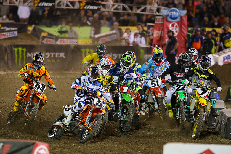 Ryan Dungey (Red Bull KTM) grabbed the holeshot, and led the first six laps, but a crash put him down and back to sixth spot.