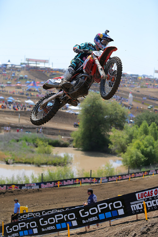 Ken Roczen scored his first Oakley Bomb in the 450 class for taking the top qualifying spot.