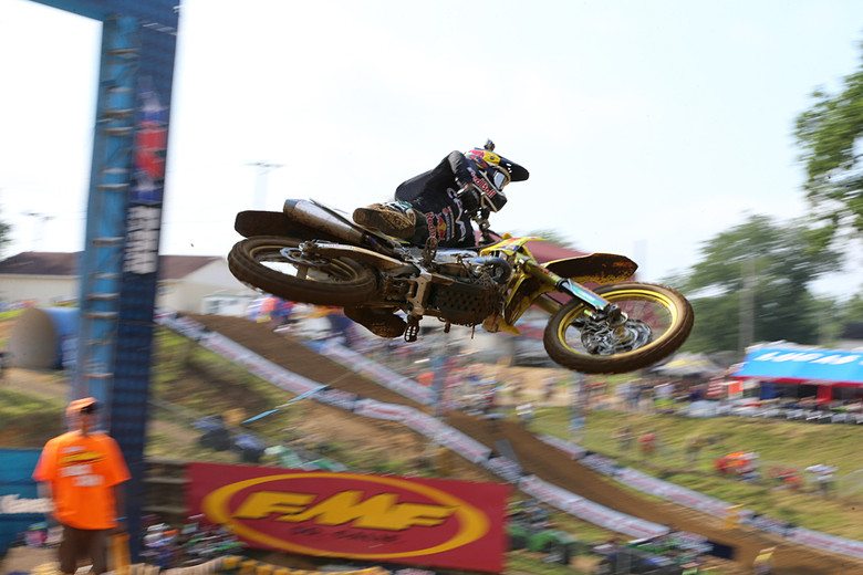 James Stewart scored the Oakley bomb as the fastest 450 qualifier. Can he put the troubles of the last couple weeks behind him at Budds Creek? We'll see later today.