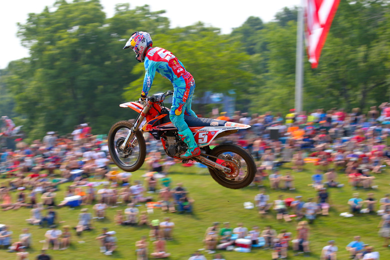 Ryan Dungey led the charge in 450 qualifying, with a 2:00.611 lap time.