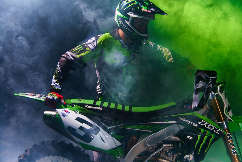 First Photos! Eli Tomac With His New Bike & Gear