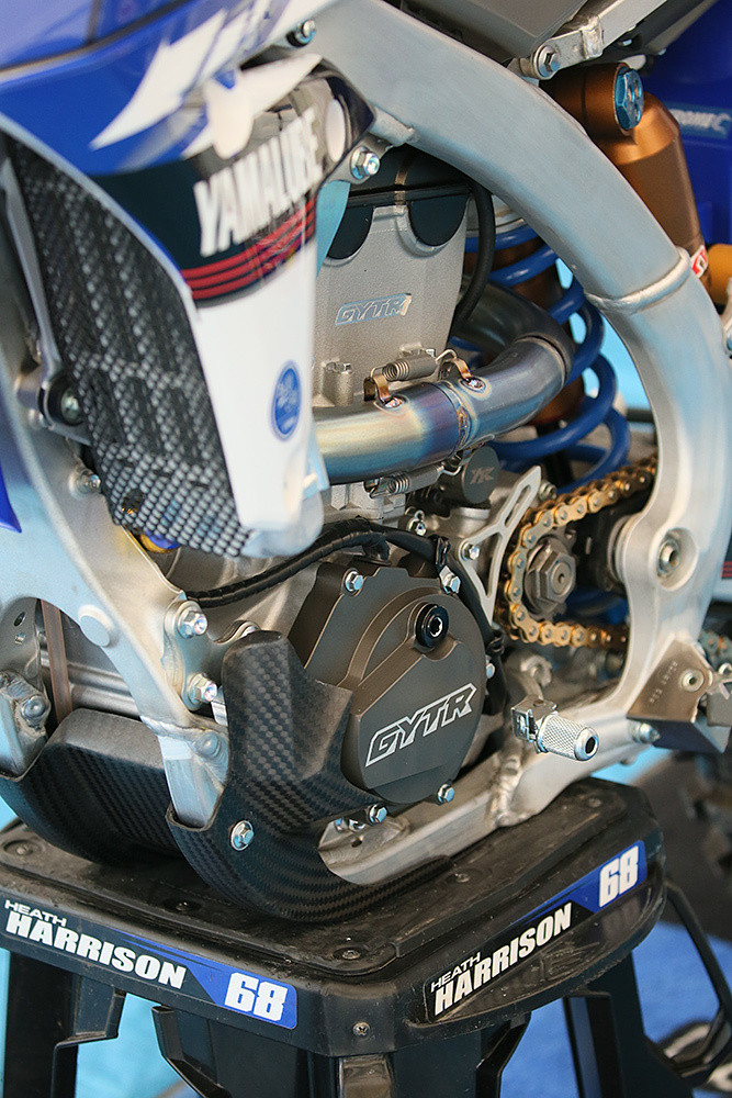 That's some sweet carbon goodness. Dean's subframe was also lowered a bit by simply ovalizing the mounting holes.