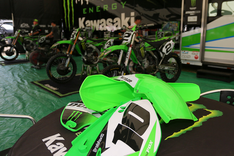 Rob Fox brought his KX250 for Ryan Villopoto to ride, and they swapped out Rob'x plastic with Ryan's. If you want to check out a full build on this bike, copy/paste this link. http://www.vitalmx.com/forums/Moto-Related,20/2005-KX250-2-Stroke-Build,1301898