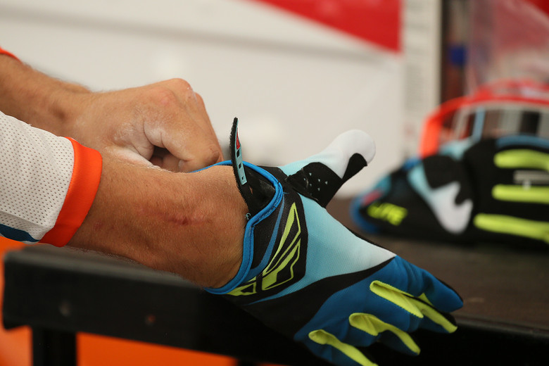 Hand prep and blister management is a huge deal for these guys, particularly with how much and how hard they ride. It looks like Blake Baggett goes the pre-race powder route.