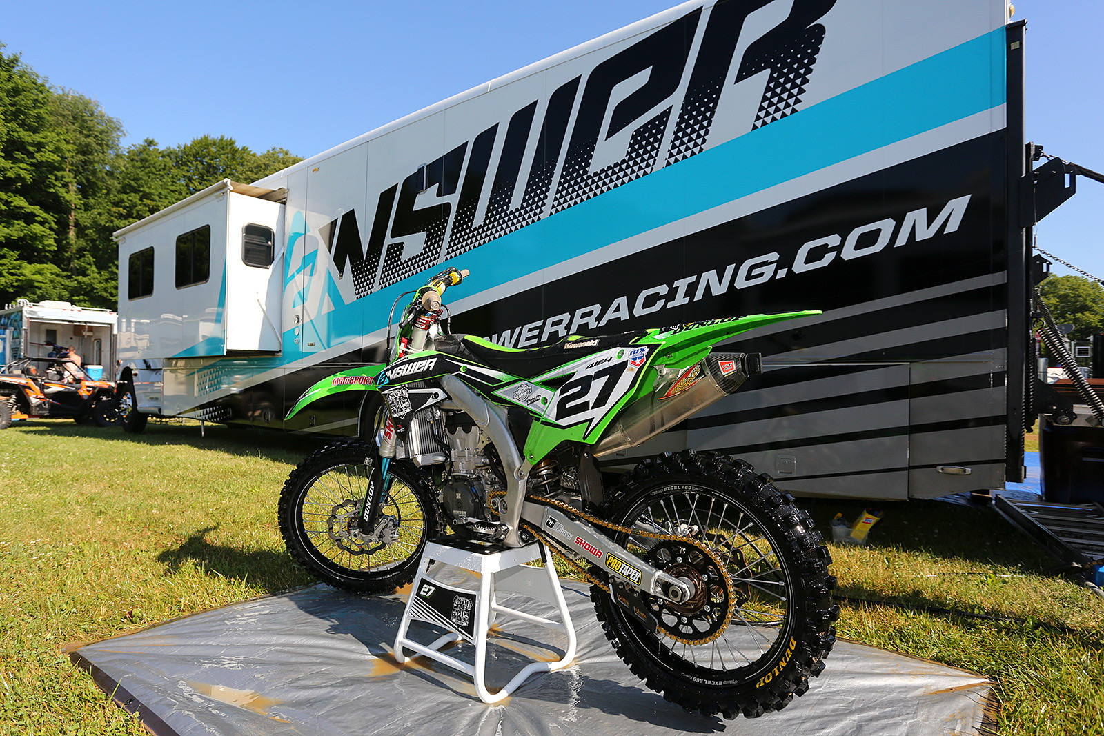 It was cool to see Nick Wey back on the track, and we dig the new graphics on his rig.