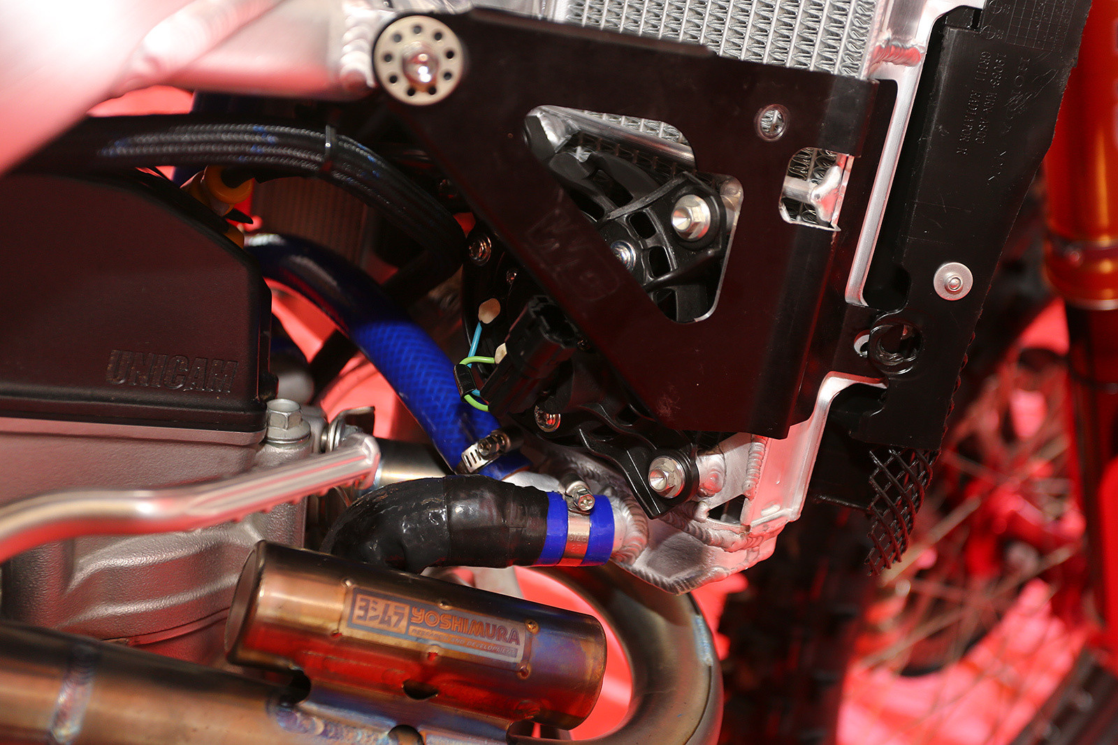 The GEICO Hondas have been using cooling fans off and on since Hangtown, and they were definitely on for the extra heat and stress of Southwick. You can also spot a bit of extra insulation on the radiator hose to minimize the heat from the exhaust.