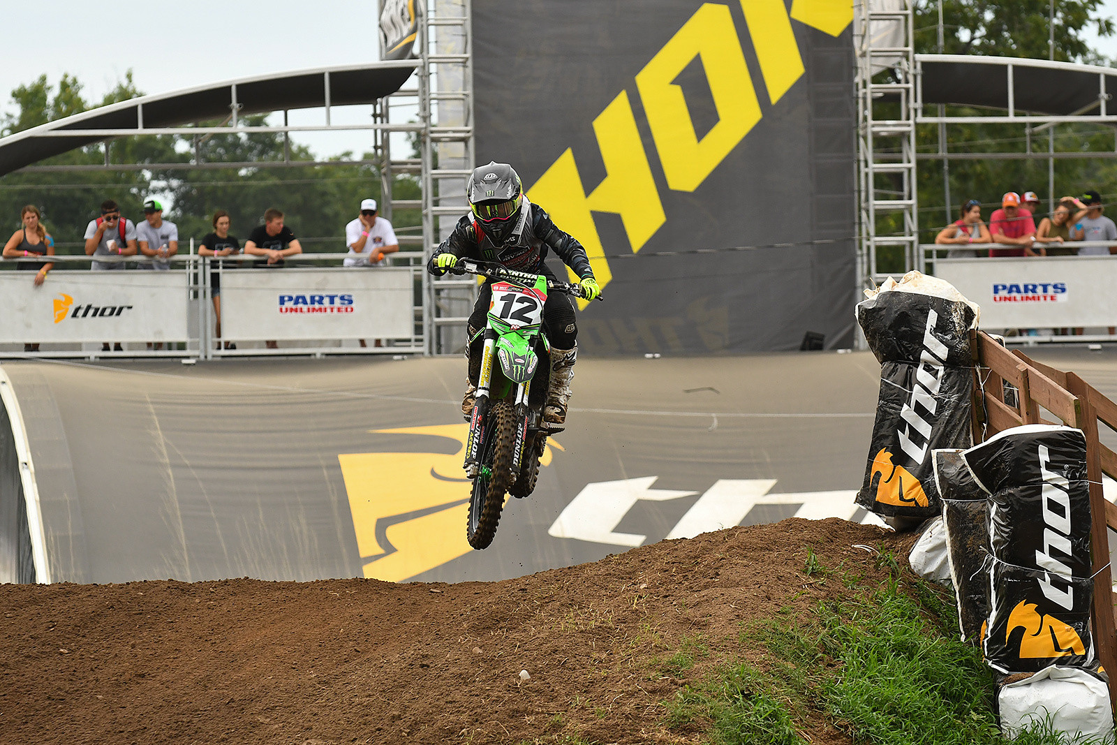 Kawasaki Team Green's Hannah Hodges had a statement moto in her first #LLMX race of the week.