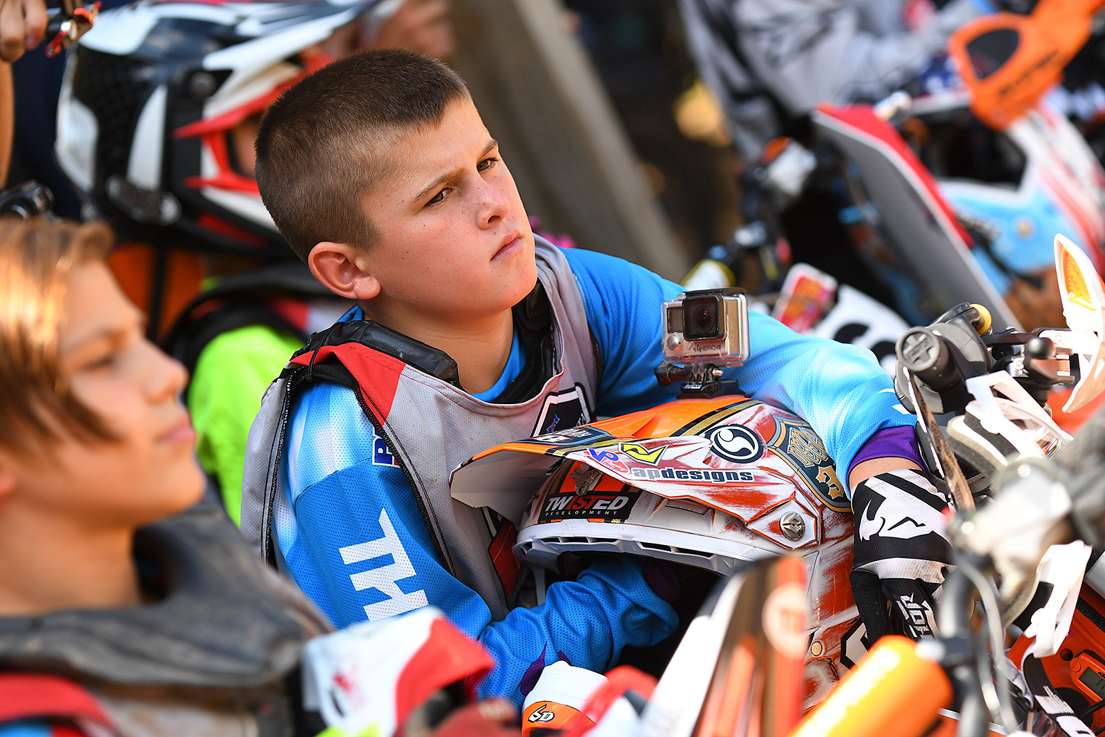 Haiden Deegan had a tough day. He challenged Daxton Bennick but then was penalized a position. Dangerboy is still even with this friend and teammate Bennick in the other 65 class, with 2-1 / 1-2 scores.