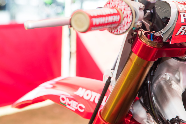 Nearly every Showa backed rider has jumped to spring forks, but Gajser continues on with the SFF TAC air fork.