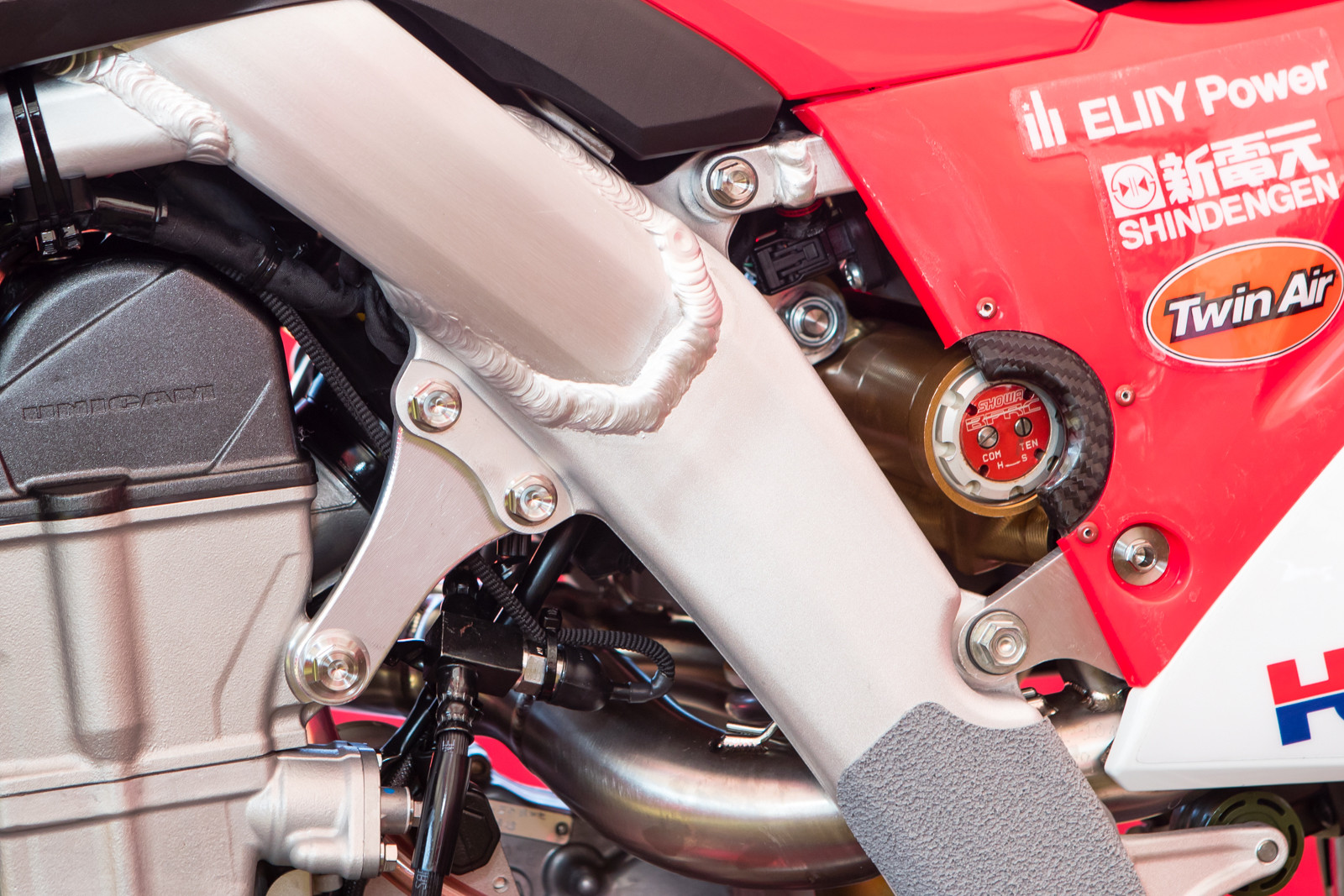 What's really interesting to see if Gajser on Showa's BFRC shock. Although these are common amongst Showa supported teams, the HRC GP squad wasn't using them this season. This is the first we've seen of it on the newest chassis.