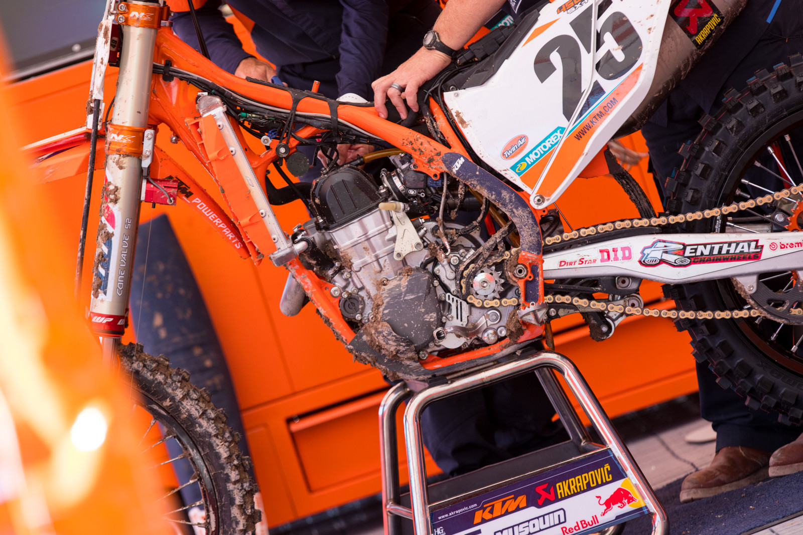 Lucky for us, but bad for Musquin, there was a problem with his bike during the first practice session. Which led the KTM team to tear the bike down in plain sight and we finally got a good look at the new cylinder head...and found something else.