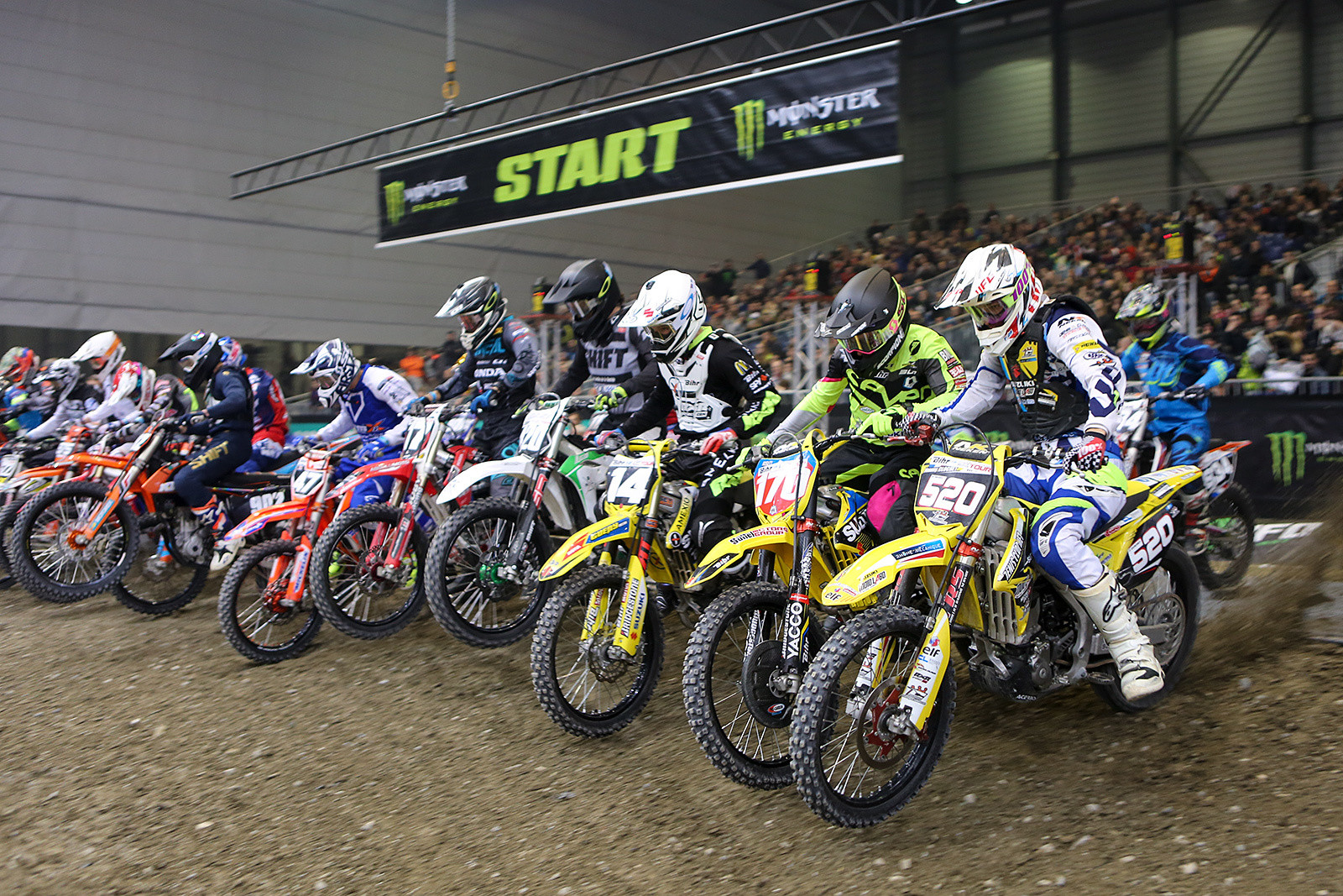 The 250 class heads toward turn one for their final.