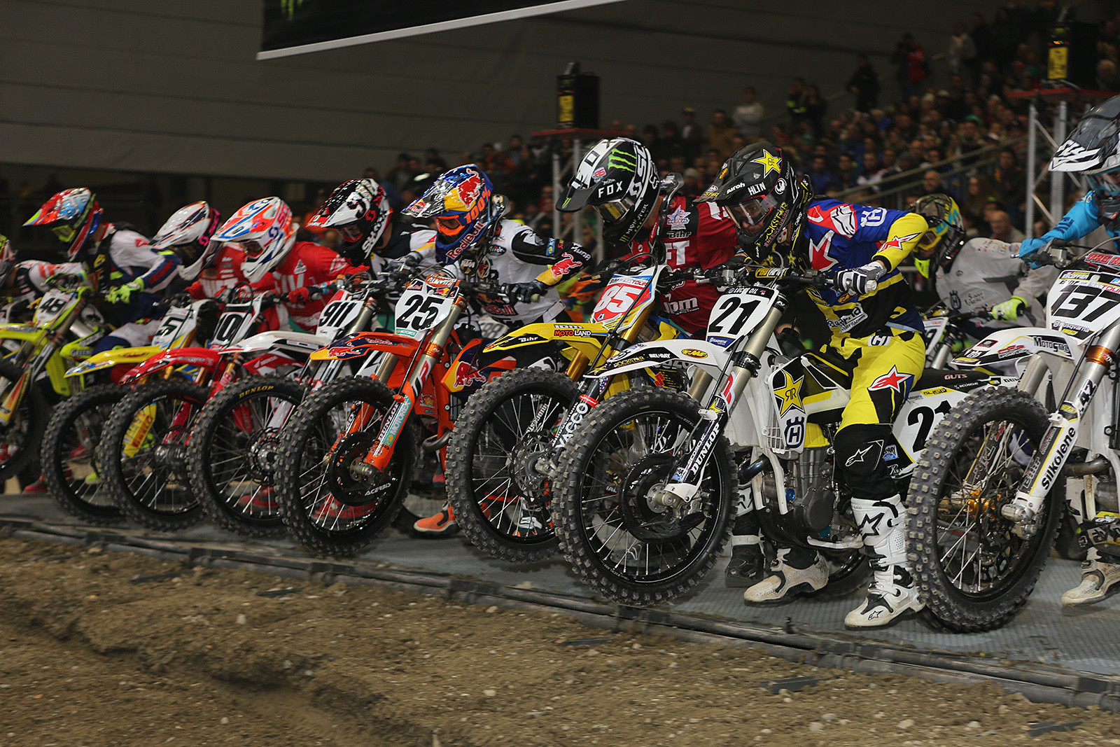 When the gate dropped for the main event, Jason Anderson jumped out to the early lead.