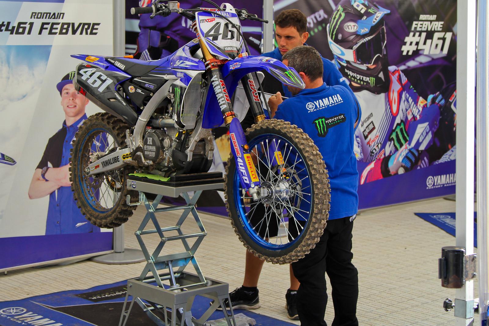 Hydraulic Bike Stand - ayearinmx - Motocross Pictures - Vital MX