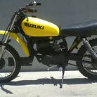 C138_1977_suzuki_rm80_pulled_out_of_the_garage_after_a_couple_of_years