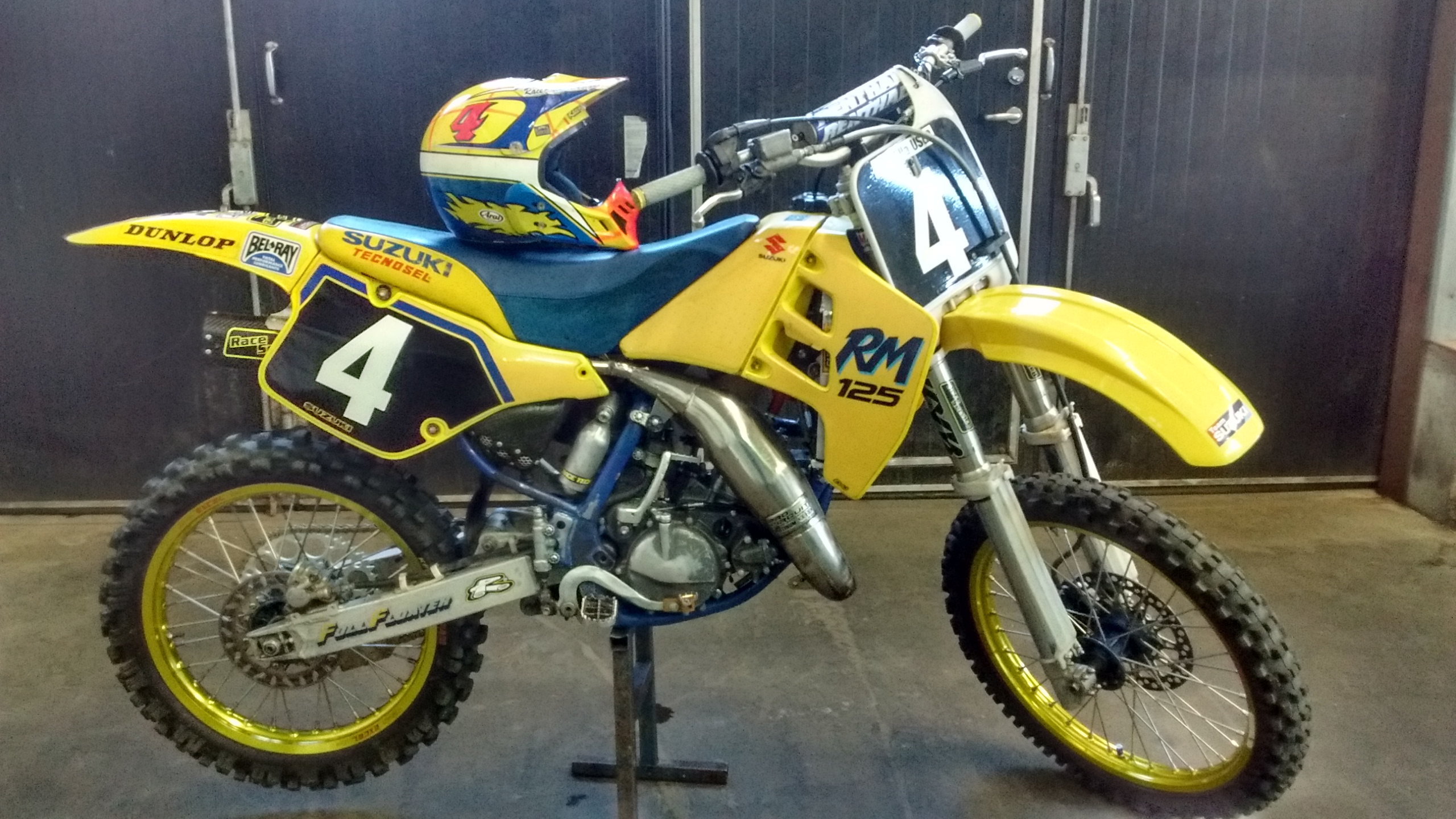 raceservice suzuki rm 125 1990 evo raceservice 39 s bike check vital mx. Black Bedroom Furniture Sets. Home Design Ideas