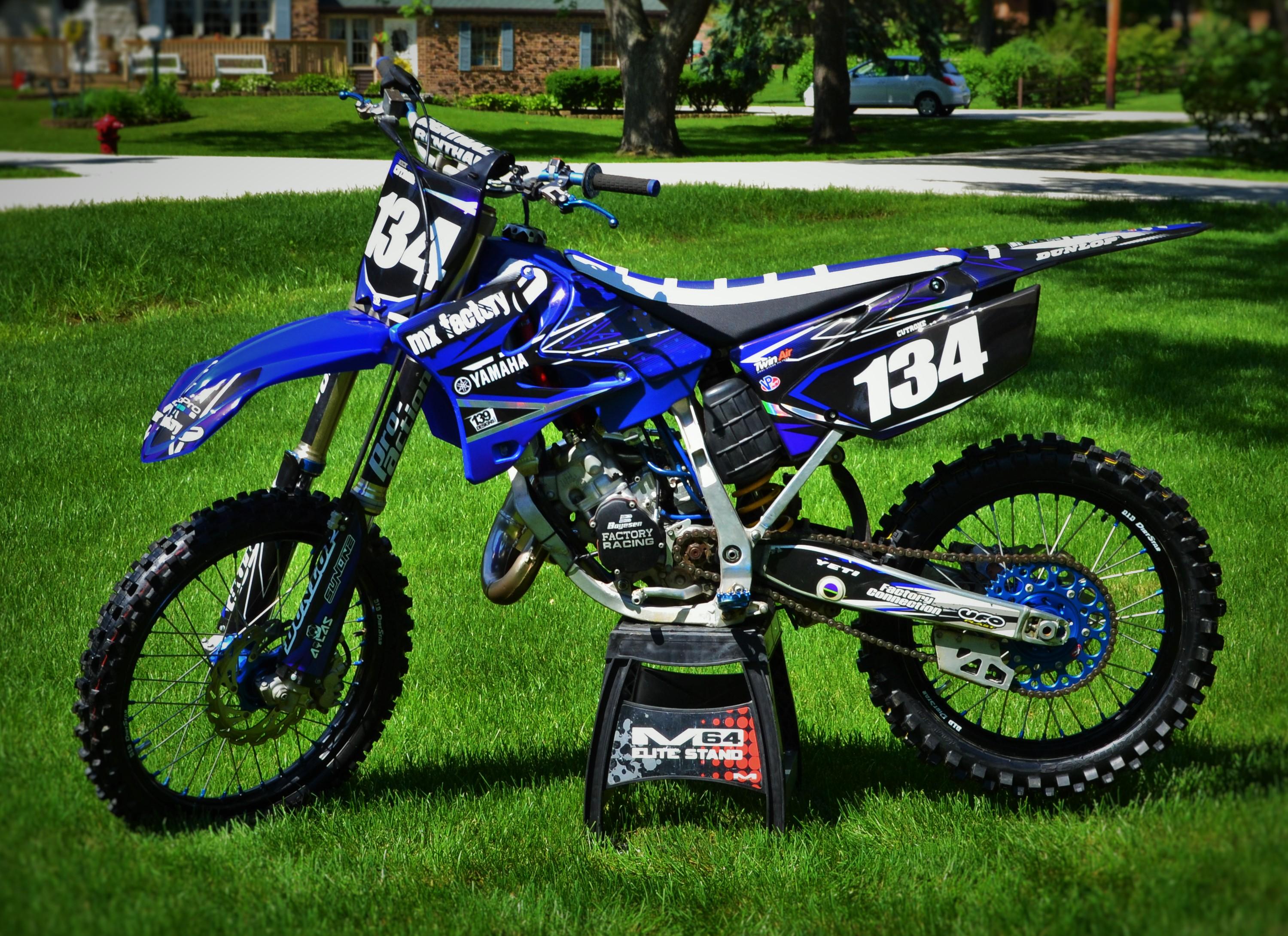 Mx factory restyled 06 yz 125 arrowhead428 39 s bike check for Yamaha dirt bike plastics