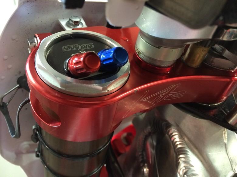 S780_showa_valves