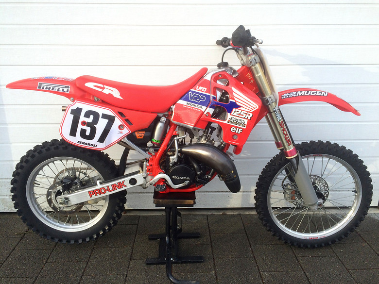Nino's 1989 Honda CR 125: '89 Mugen USD forks, VRP aluminium gas tank, VRP aluminium rear subframe, german Tisberger tuning, Poletti suspension rear shock, italian Messico exhaust