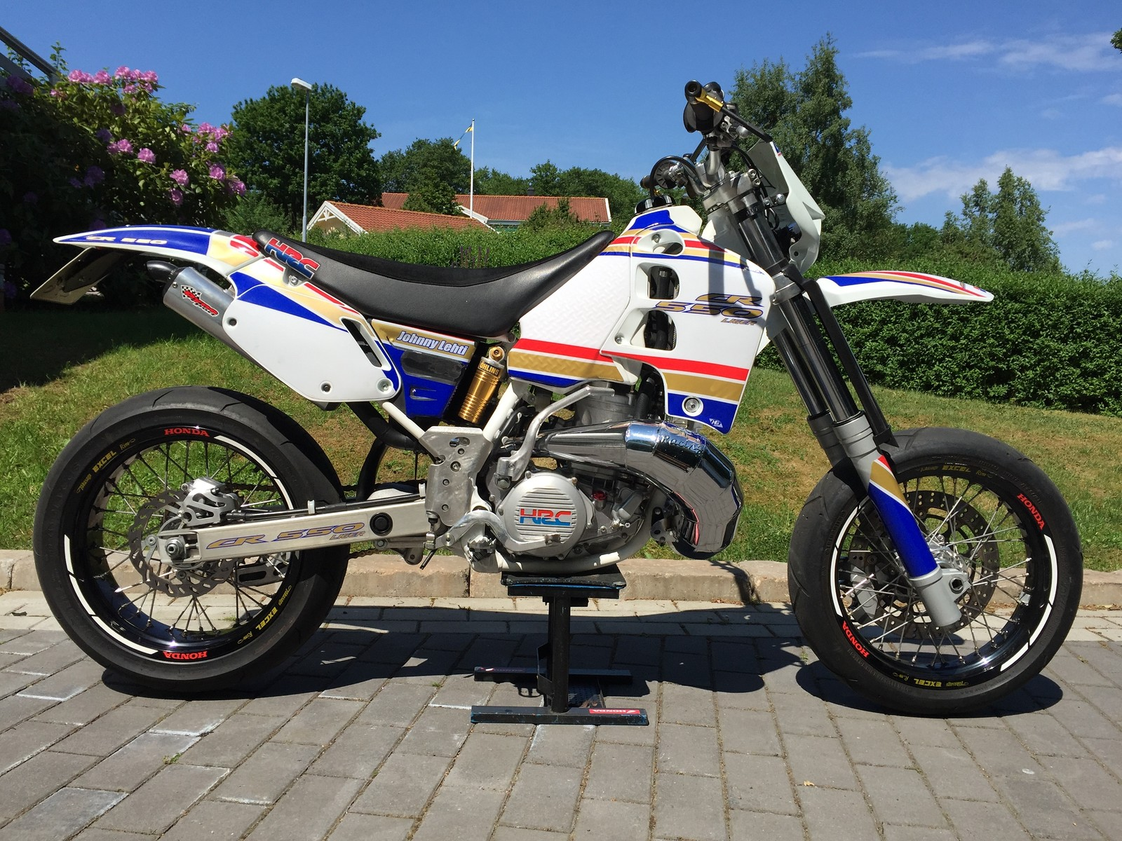 Honda CR500 special build with 550cc Liger top end conversion.