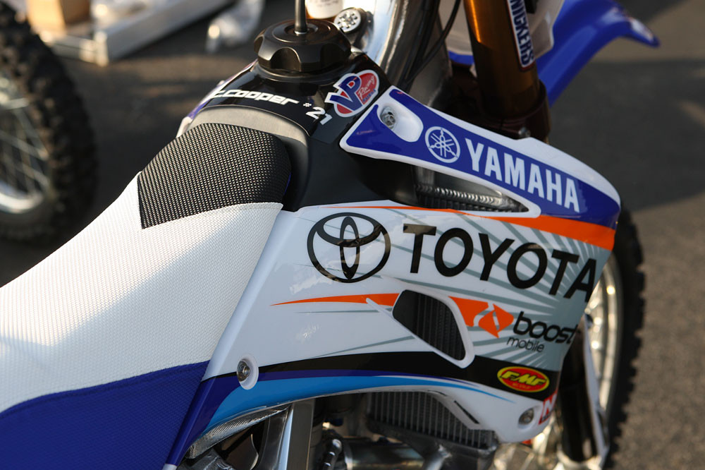 JGR MX Toyota Yamaha seat covers - '09 Supercross Prep: JGR Toyota Yamaha - Motocross Pictures - Vital MX