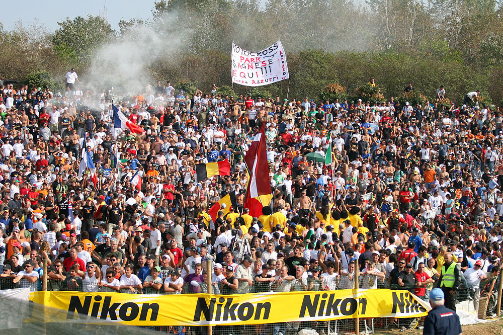 Italian fans - 2009 Red Bull Motocross of Nations: Sunday - Motocross Pictures - Vital MX