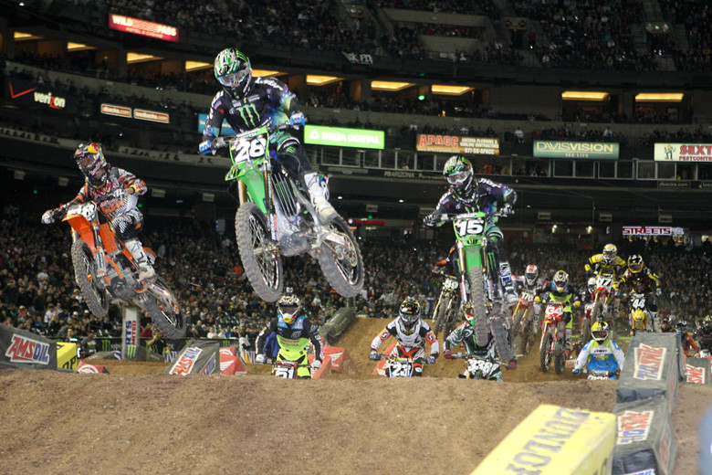 Tyla Rattray's got the lead here, but Dean Wilson put on a great move to work by both his teammate, and Marvin Musquin.