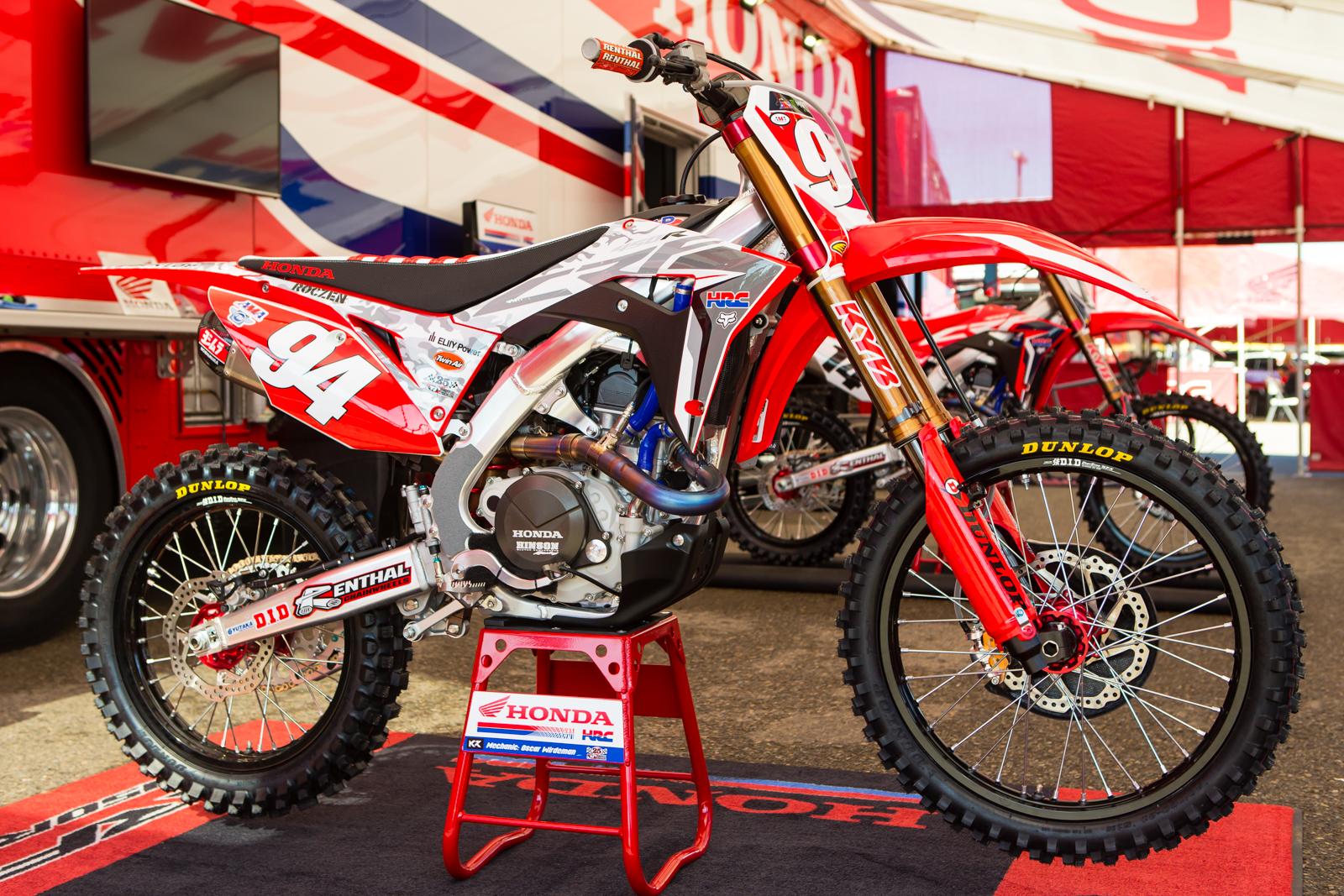 Honda Dealer San Diego >> Ken Roczen's White Camo - Vital MX Pit Bits: San Diego - Motocross Pictures - Vital MX