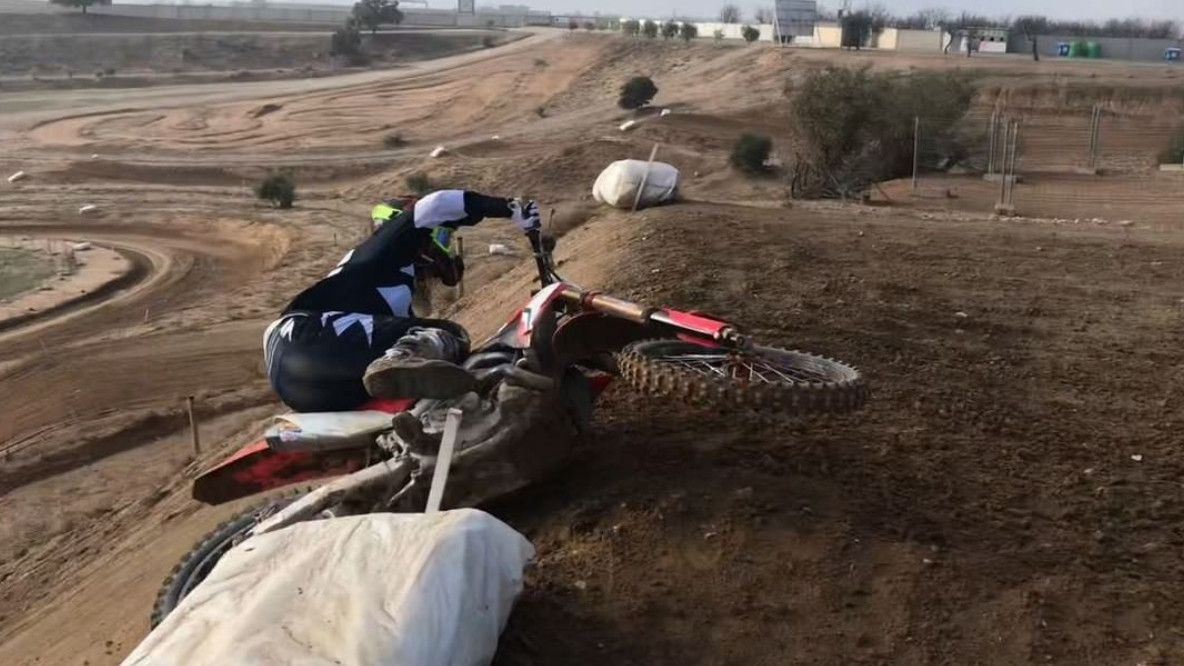 Holy Scrub: Hunter Lawrence Lays it Down then Crashes - Video