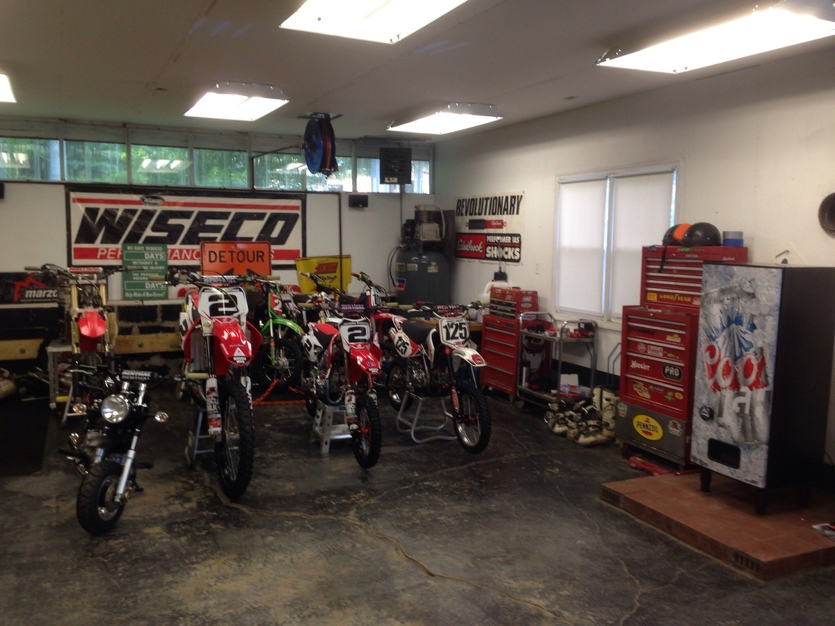Post a picture of your garage moto related motocross for Garage moto 91