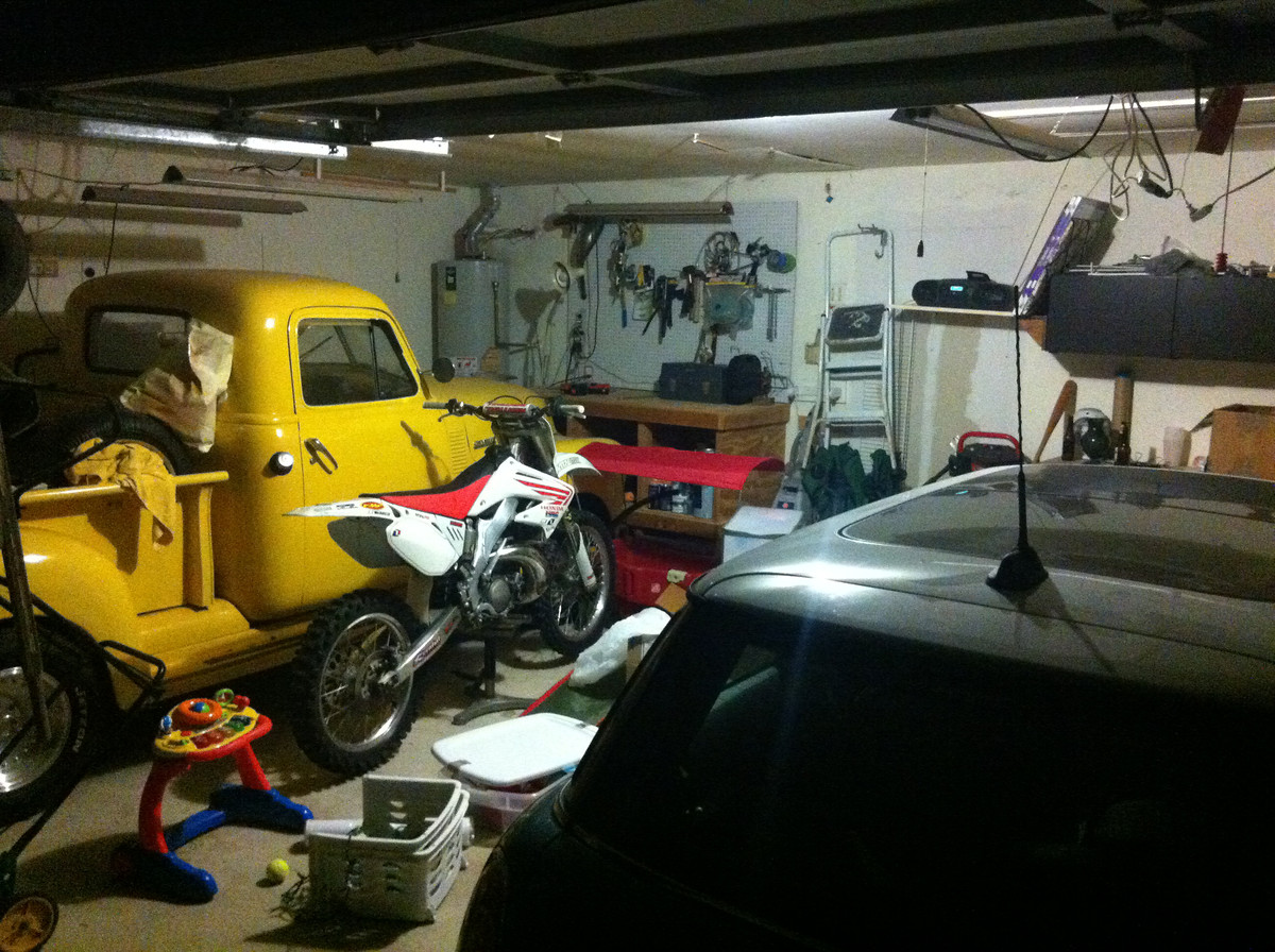 Post a picture of your garage moto related motocross for Location garage moto
