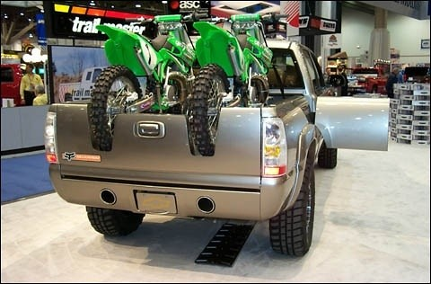 Truck tailgate trick with bikes loaded in back Moto