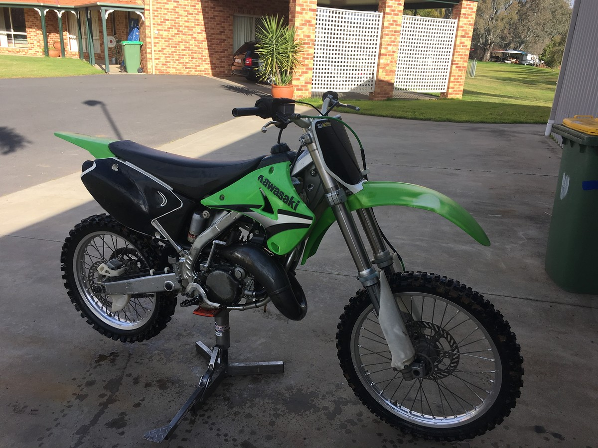 Pro Circuit Kawasaki Kx 125 budget project - Tech Help/Race Shop