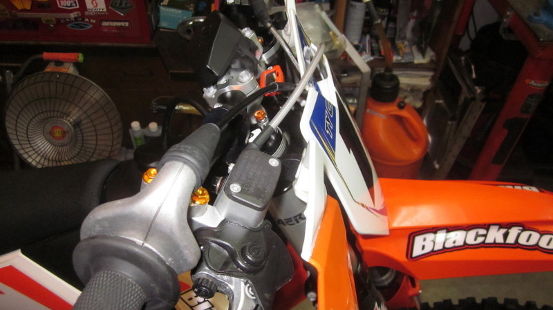 ktm husqvarna throttle cable routing why tech help. Black Bedroom Furniture Sets. Home Design Ideas