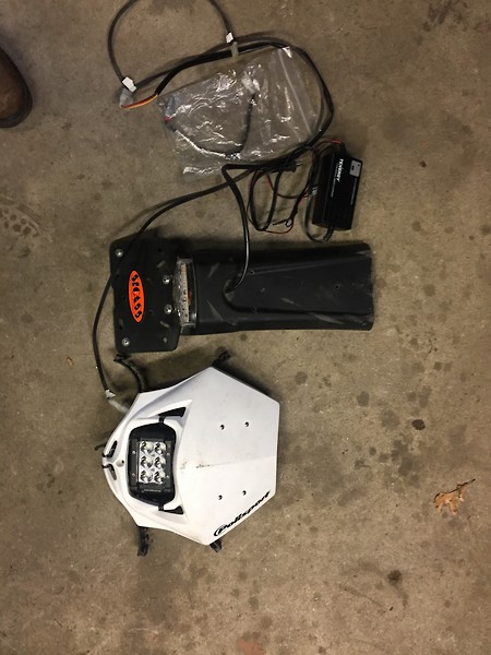 high and low beam so the switch still goes both ways but pod only has  one setting  has horn button also  pretty loud  want 200 for it all  401  864 5864