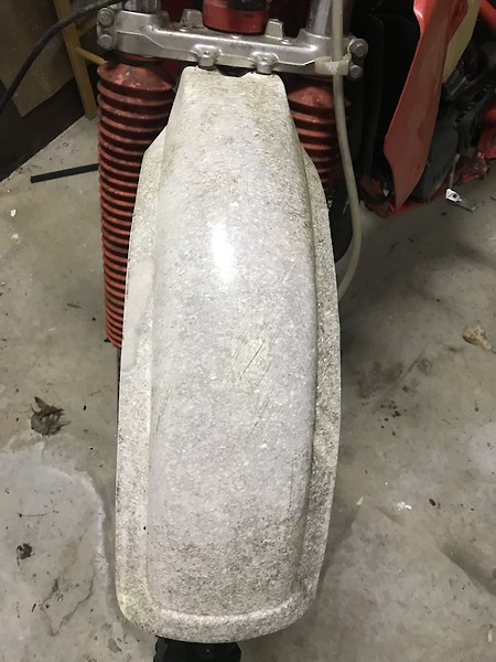 Can a yellowed white yz125 gas tank be made whiter? - Old