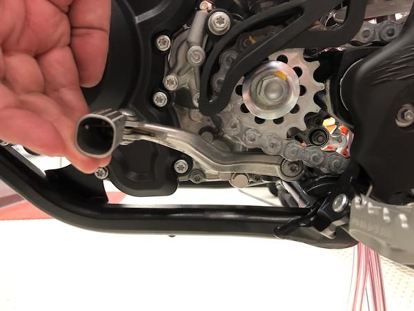 KTM 250 sx shift lever hits chain - Moto-Related - Motocross