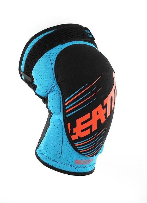 knee_guard_3df_5.0_blue_orange_side_2_1