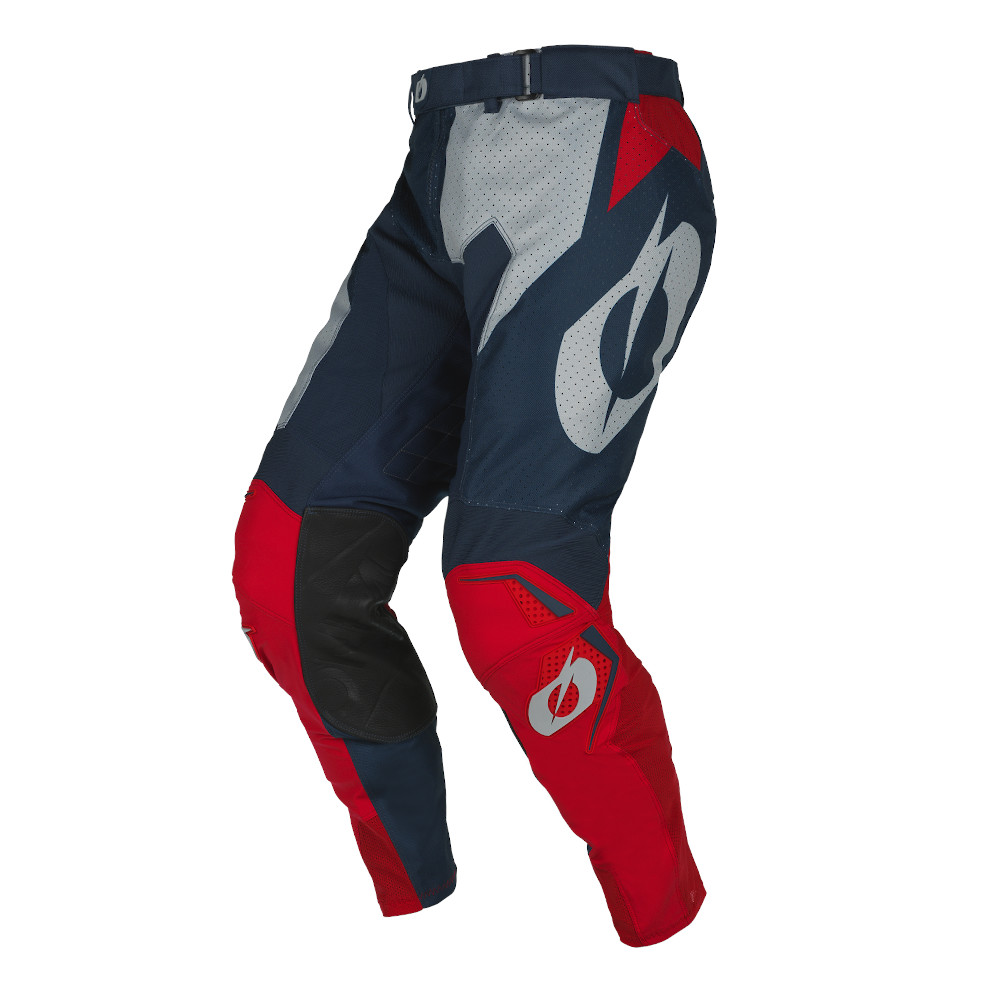 ON_22_PANT_HARDWEAR_AIR_BLURED_FRONT