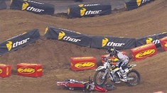 2015 Houston Supercross - Malcolm Stewart and Zach Osborne's Unusual Heat Race Crash