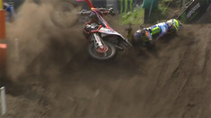CRASH: Antonio Cairoli - Moto 1 MXGP of Valkenswaard