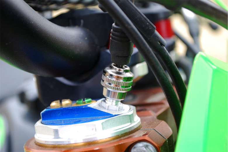 The super smooth, ball jointed-swivel Schrader valved connector makes attaching the pump a breeze.