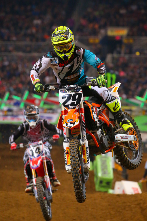 Andrew Short picked up a win in the first 450 heat race, but Cole Seely was lurking not far behind him.